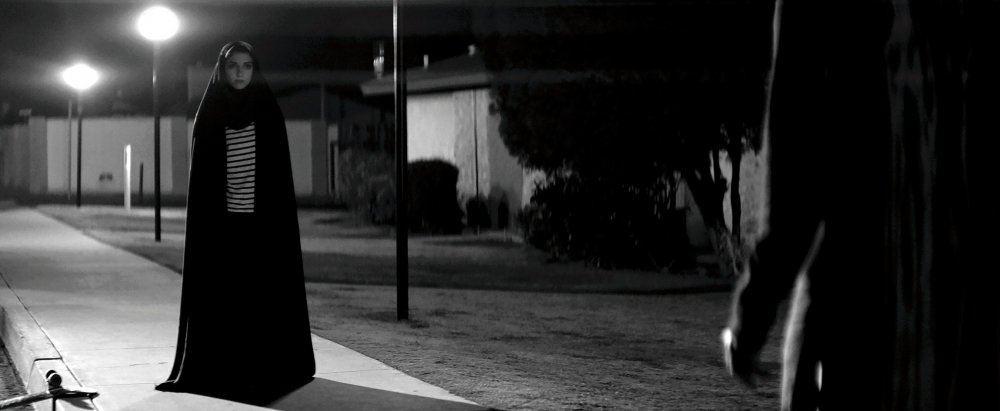 A Girl Walks Home Alone at Night capture ecran