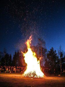 Grand feu Skansen nuit de Walpurgis