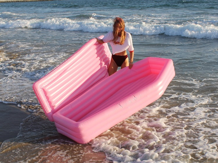 Pompomfloats cercueil rose flottant